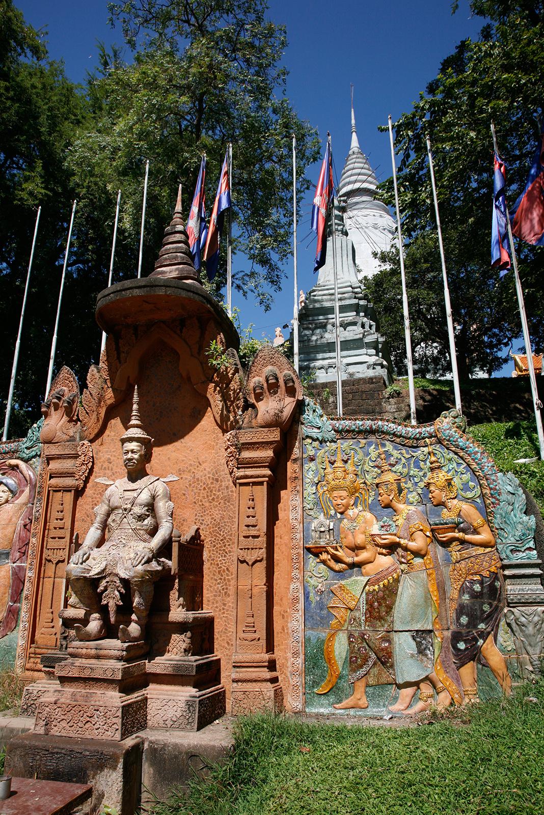 Wat Phnom, avec un stupa pour honorer le mont Phnom © JJS