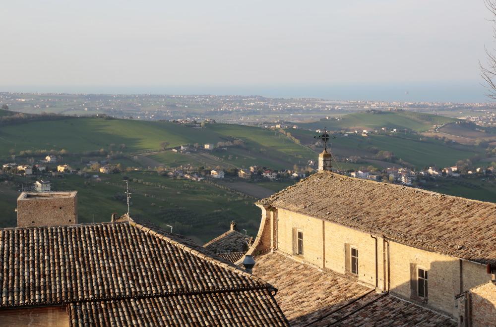Vue des hauteurs de Fermo