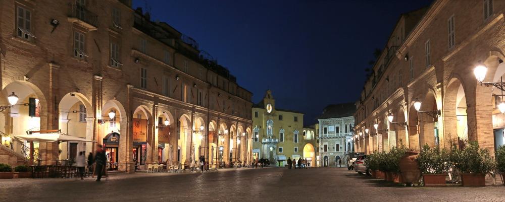 Piazza del Popolo, Fermo