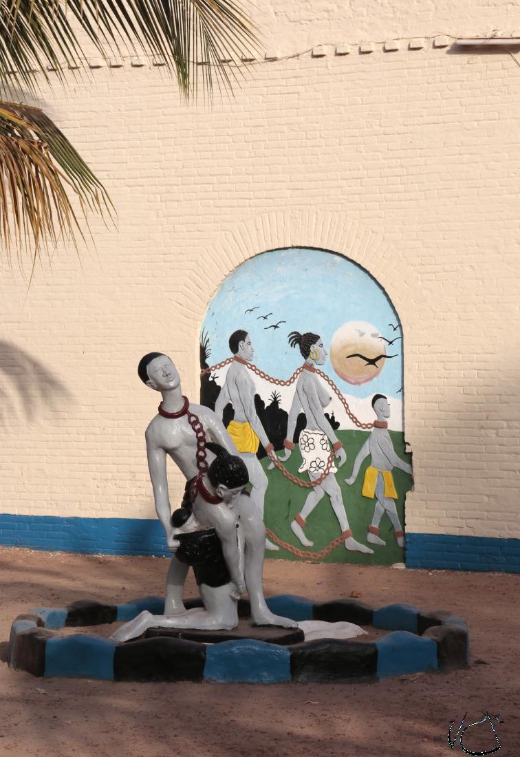 Devant le Musée de l'Esclavage