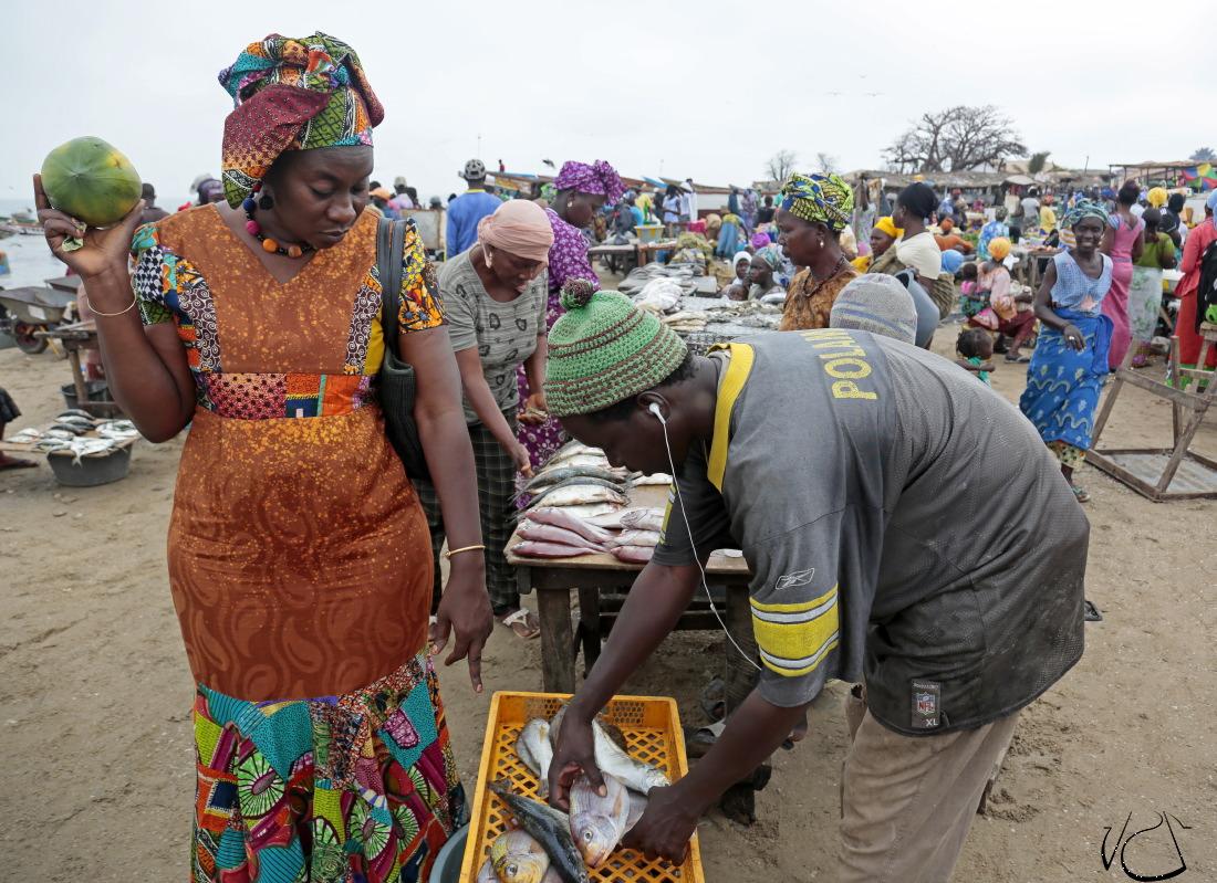 Sur le marché de Tanji avec Ida