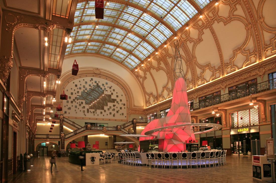 Le nouveau Stadsfeestzaal (City Festival Hall) sur le  Meir