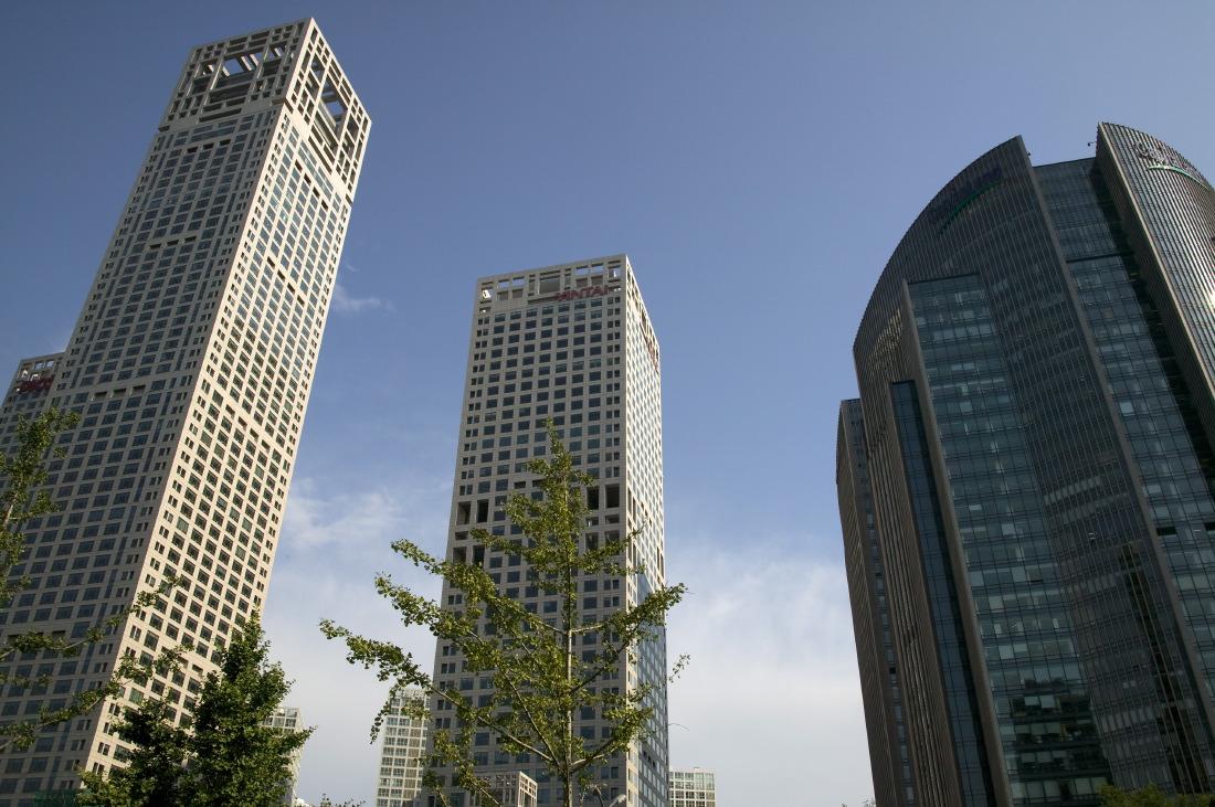 Le Hyatt (gauche) sur Jianguomenwai Avenue