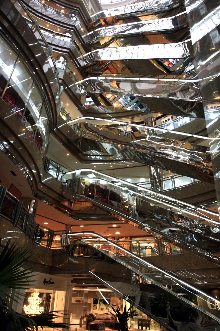 Escalators at Cofco Plaza (Zhongliang Plaza),