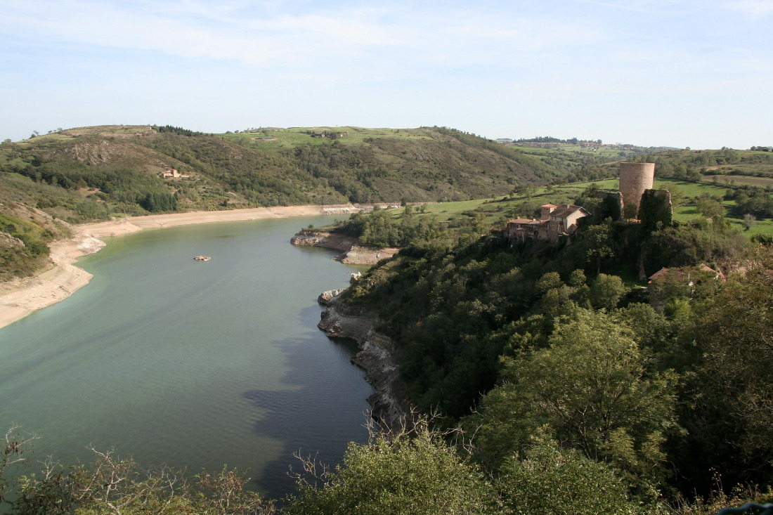 Au détour d'une boucle, le village médiéval de St-Jean-St-Maurice