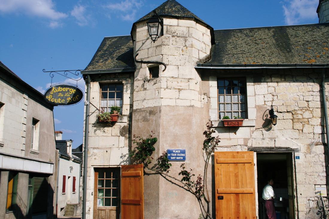 Dans le village de Montsoreaux