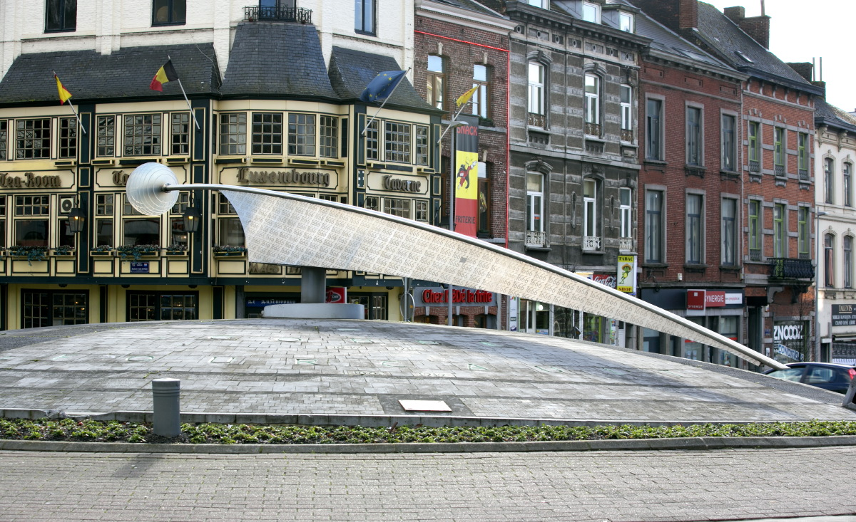L'îlot de la Sciences, un des célèbres rond-points de Charleroi