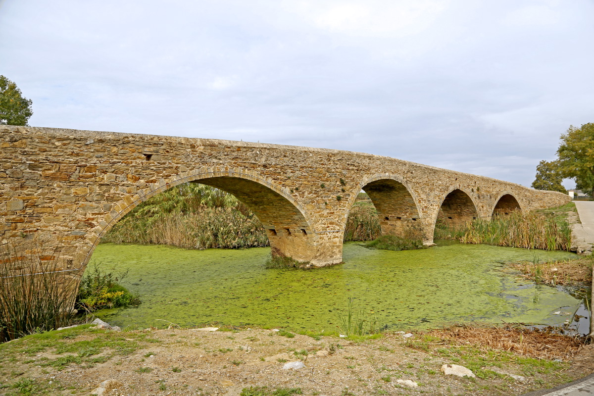 Non loin de Pals, on passe un antique pont romain...