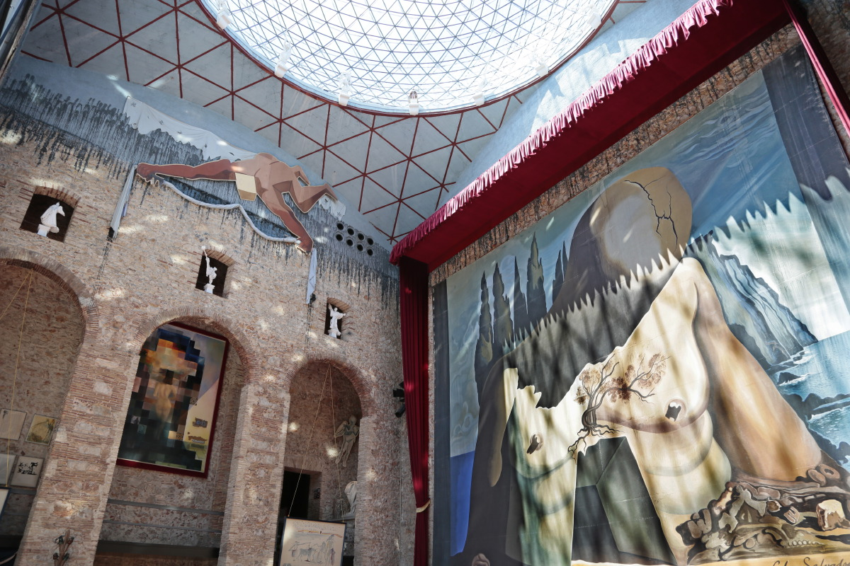Entrée du Musée Théâtre de Dali sous la coupole