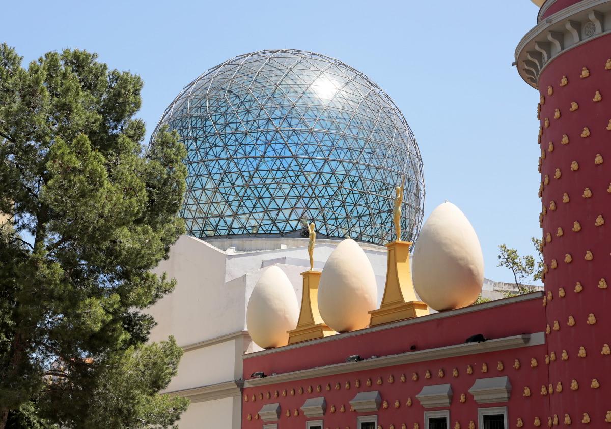 Coupole géodésique qui couronne le Musée-Théâtre de Dali à Figueras