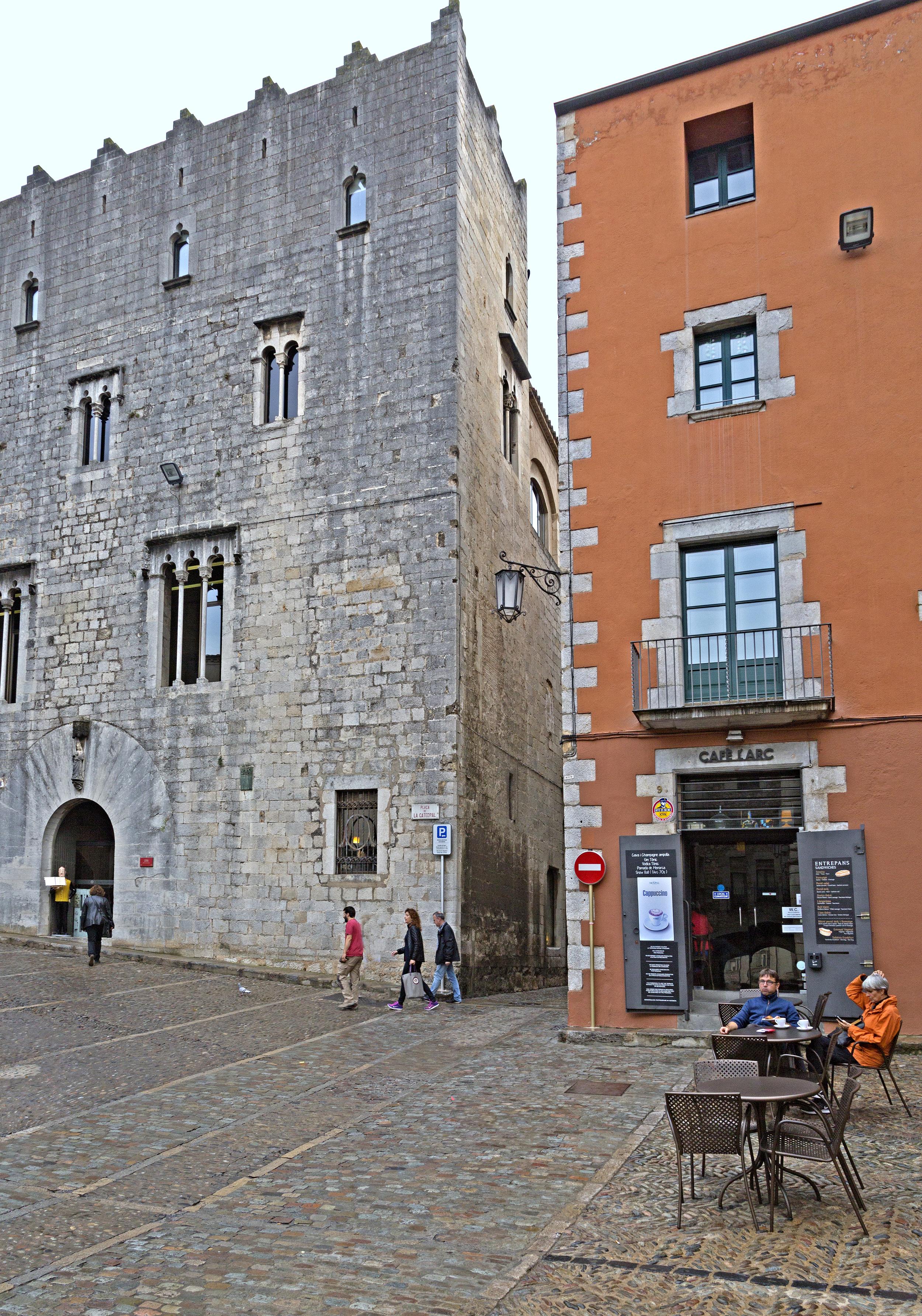 Gérone, place de la Cathédrale