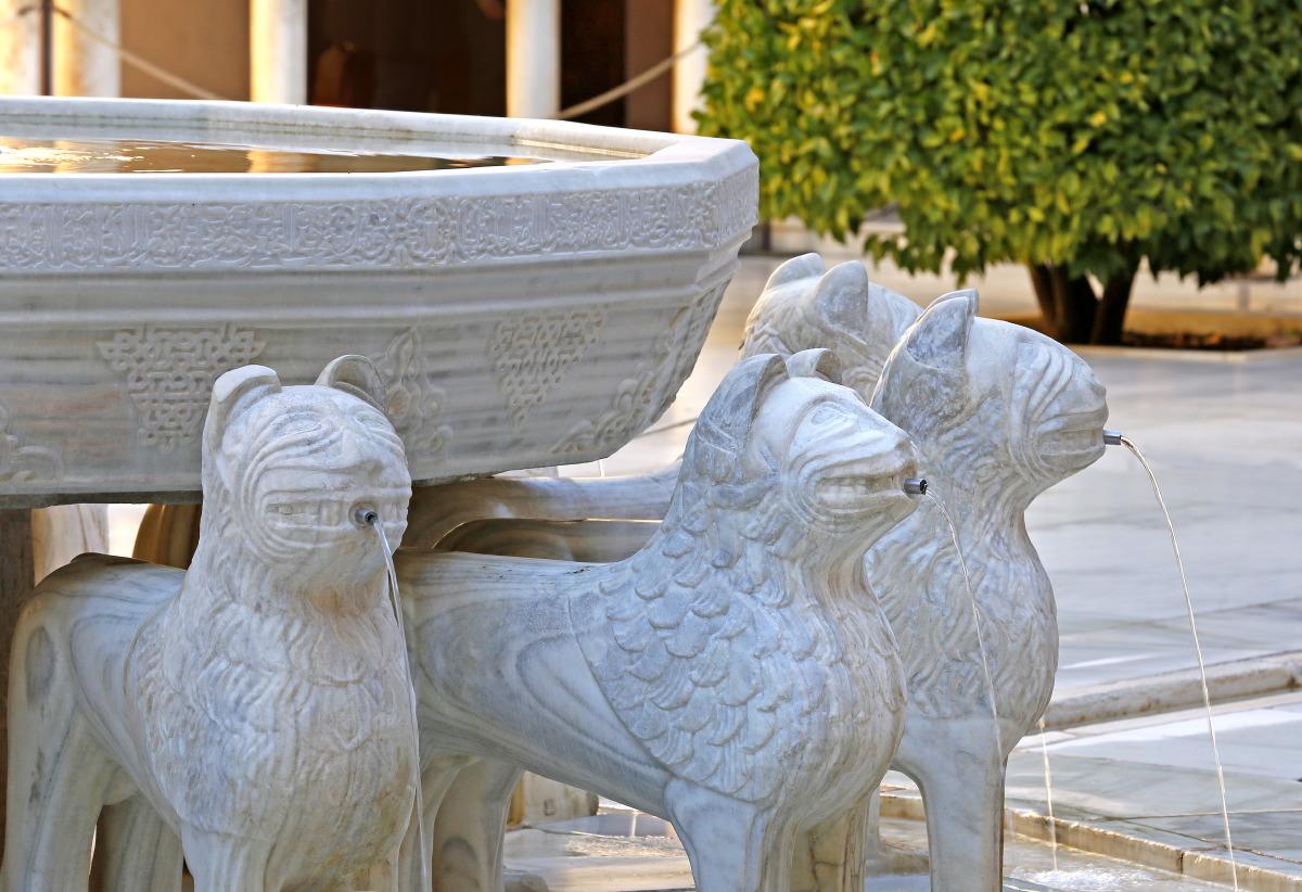 Le Patio des Lions rénové à l'Alhambra de Grenade