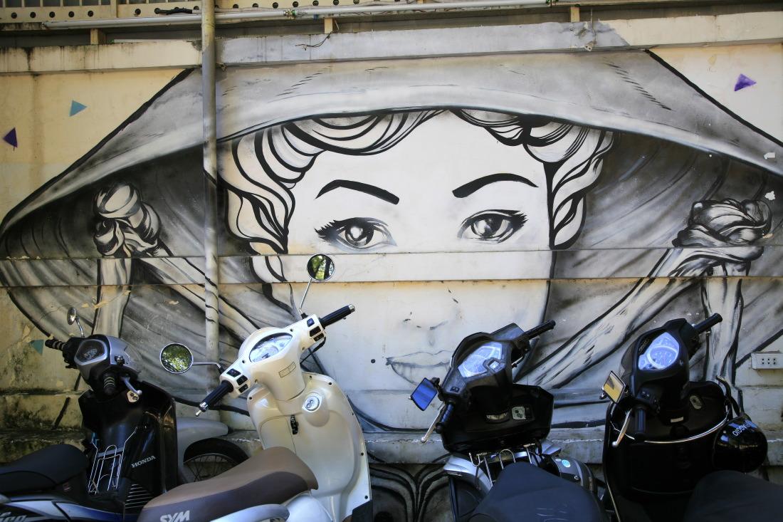 A l'ombre de ces peintures murales...