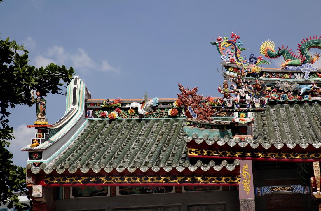 Le toit délicieusement chinois de la pagode Nghia An Hoi Quan