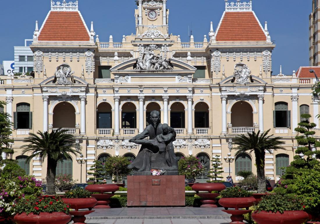 La statue d'Ho Chi Minh sur la place Bến Nghé
