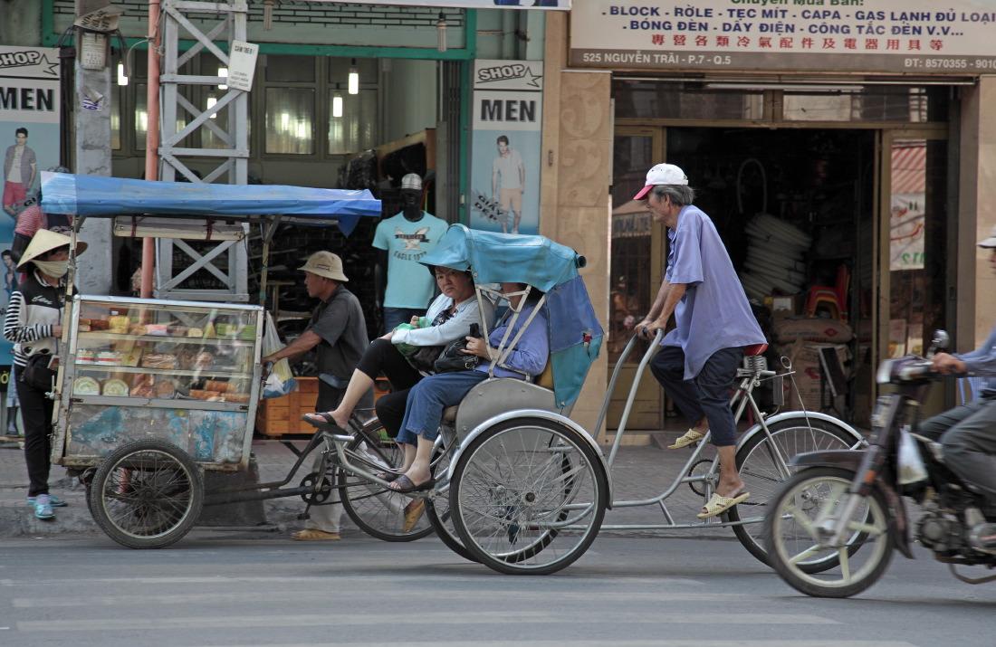 Pousse-pousse, cyclo & marchands de rue, HCMV