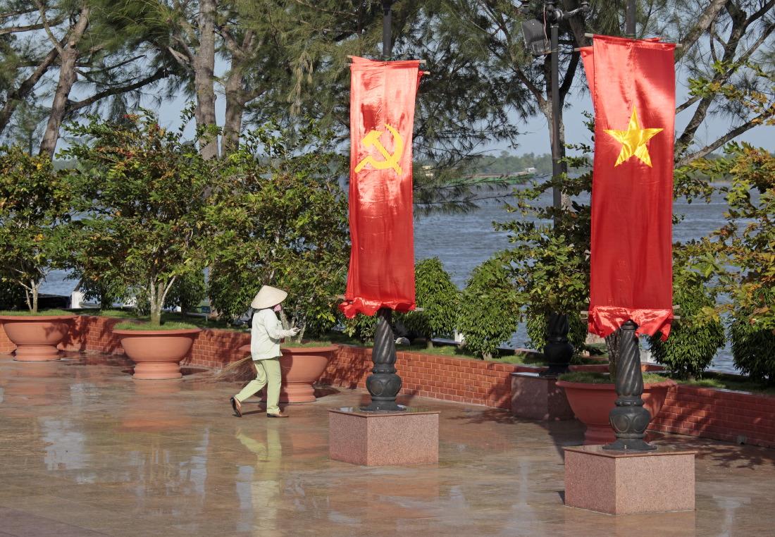 Promenade devant la statue de l'oncle Ho à CanTho