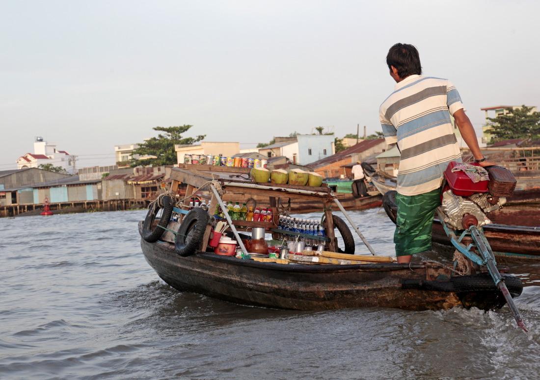 """Y a même des petits bateaux """"restaurant""""!"""