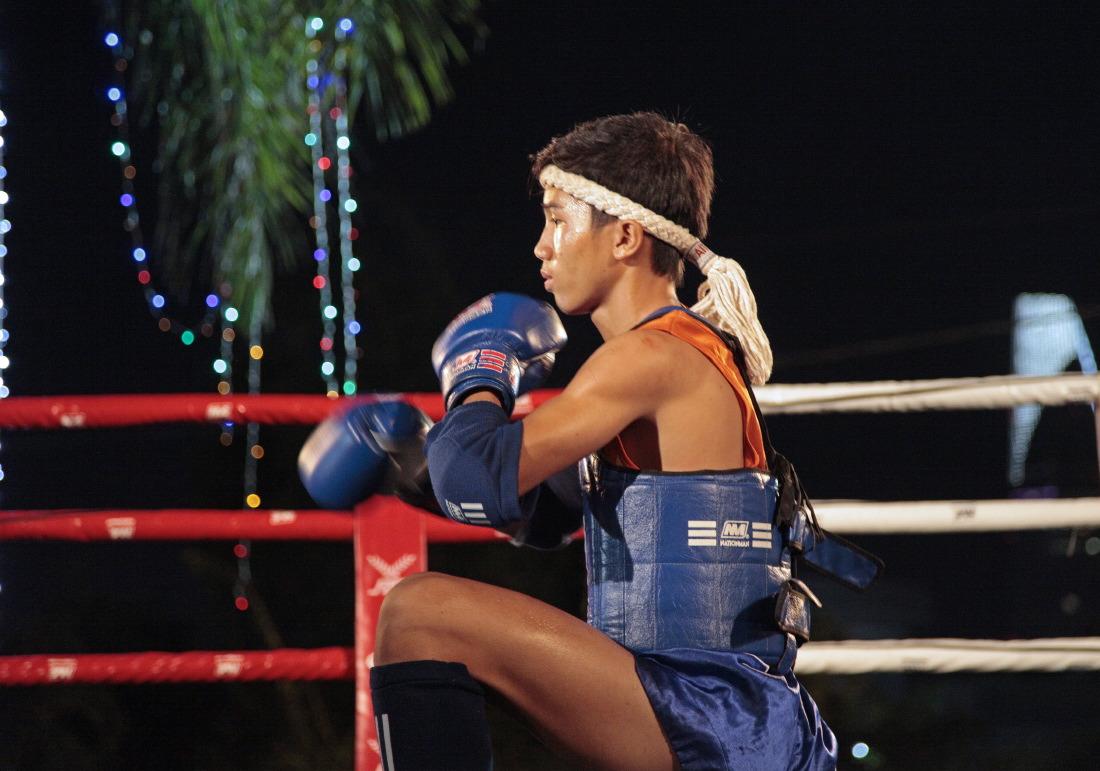 Thai Box sur la plaine de divertissements à l'approche des fêtes, entre Pham Ngu Lao et Le Lai