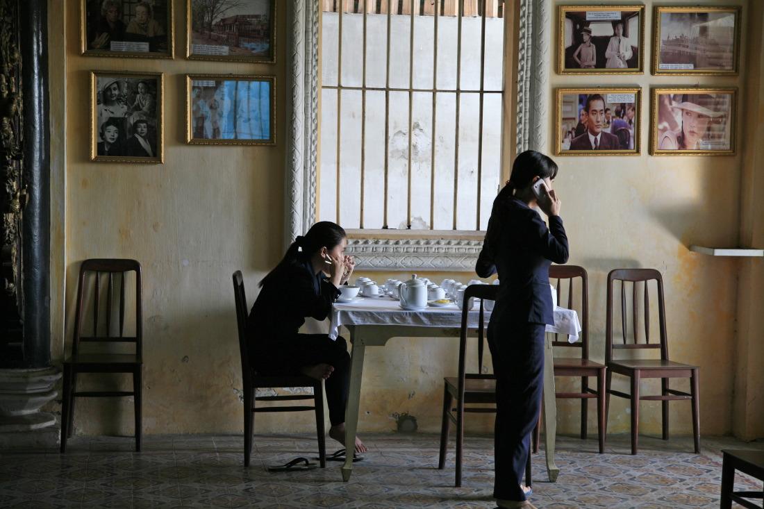 Les hôtesses du palais bleu, maison de l'Amant
