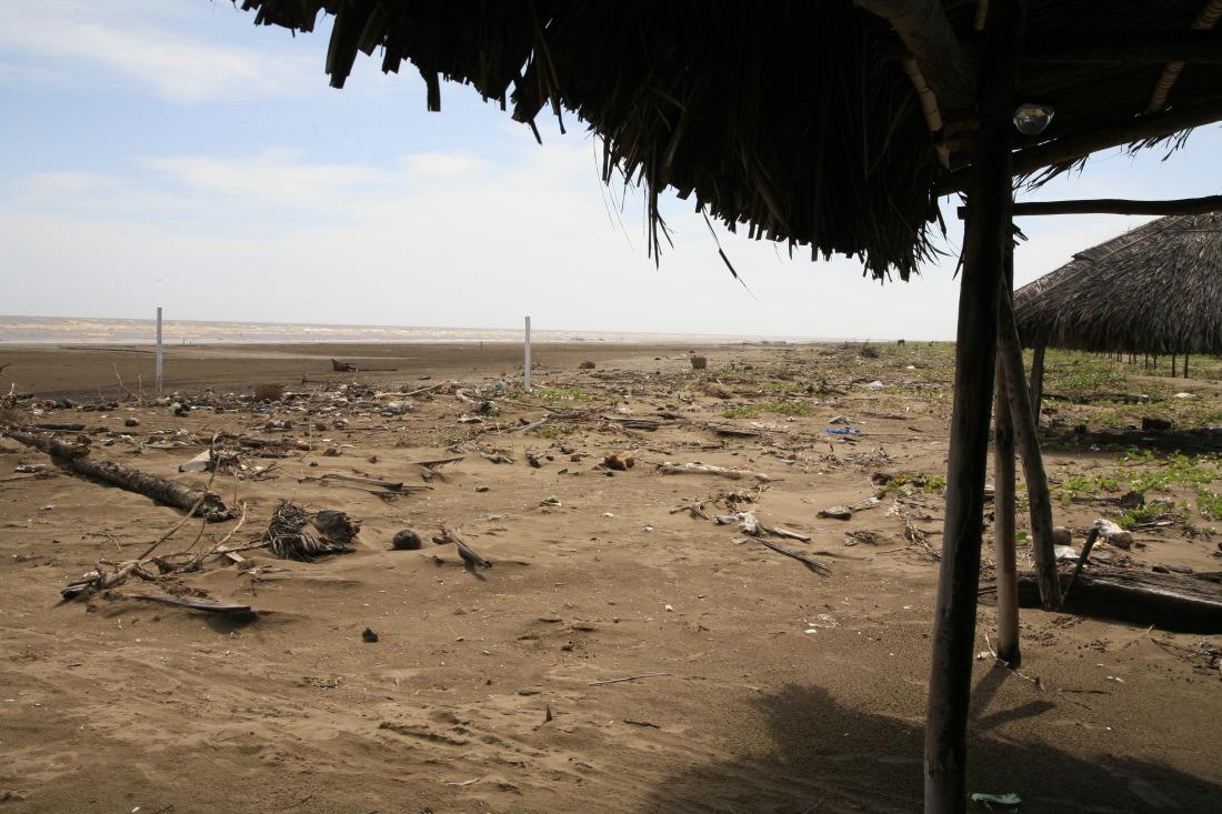 Resorts abandonnés sur la longue plage de BaDong