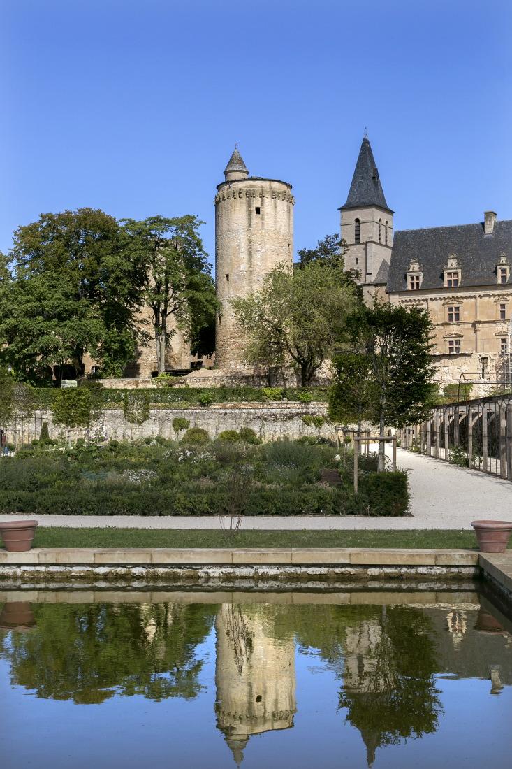 Château de Bournazel avec ses jardins à la française