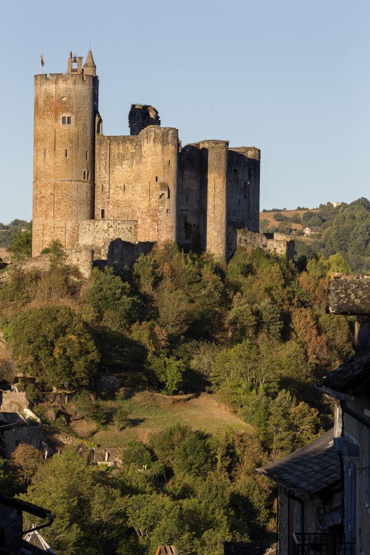 La forteresse royale de Najac au petit matin