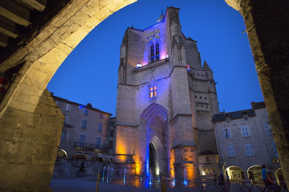 Place Notre Dame,Villefranche-de-Rouergue, © JJ Serol