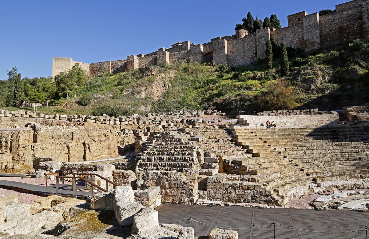 Le Théâtre romain dominé par l'Alcazaba et Gibralfaro