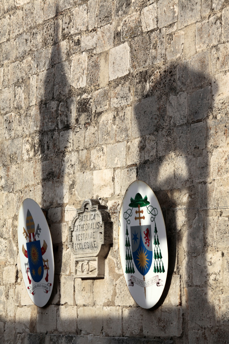 Mur de la cathédrale de Vieste