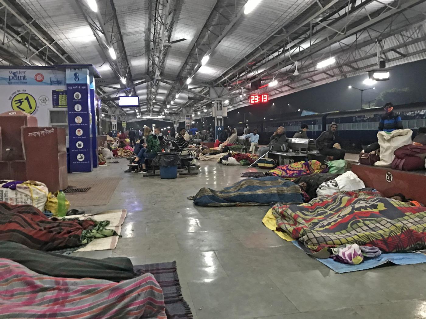 Nuit à la gare de Khajuraho… © C-F Focquet