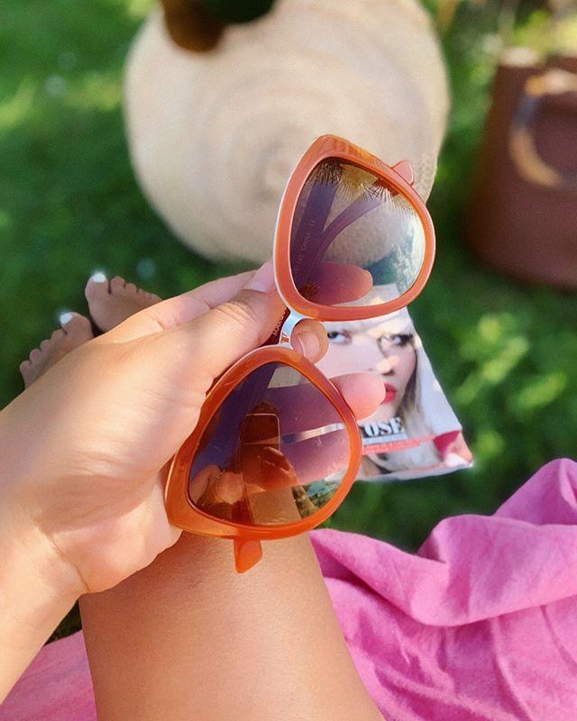 Bon c'est vrai qu'on a perdu quelques degrés ce lundi mais j'espère que vous avez tous bien profité de votre week-end ensoleillé ☀️ Crush pour mes nouvelles lunettes de soleil @mvmt 😍 Profitez de -15% sur tout le site avec le code LUCIEKARAKAS15 ! Valable sur les montres également et pour vous aussi messieurs ! 🛍 Utiliser le lien dans ma bio  #sunglasses #summerday #jointhemvmt #mvmtwatches #mvmt #mvmtforher #mvmtpartner #mvmtambassador #fashionblogger #shopping #personalshopper