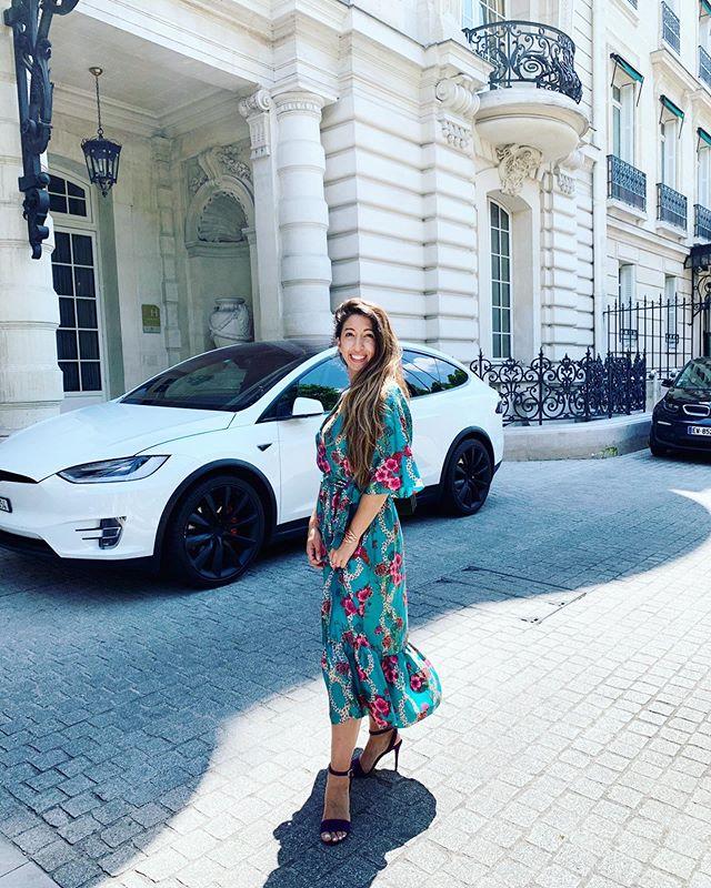 Every day is a fashion show & the world is your runway 💙 📸 @alexandre_srl  #shoes #dress #sandro #shangrilaparis #shangpalace #paris #fashionblogger #smile #armeniangirl #fashionweek #fashionshow2019 #runway #pfw #personalshopper