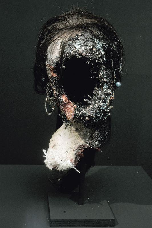 5 - AD2003-001 - Sarah Altmejd - Skol Gallery 2003 - 4.jpg
