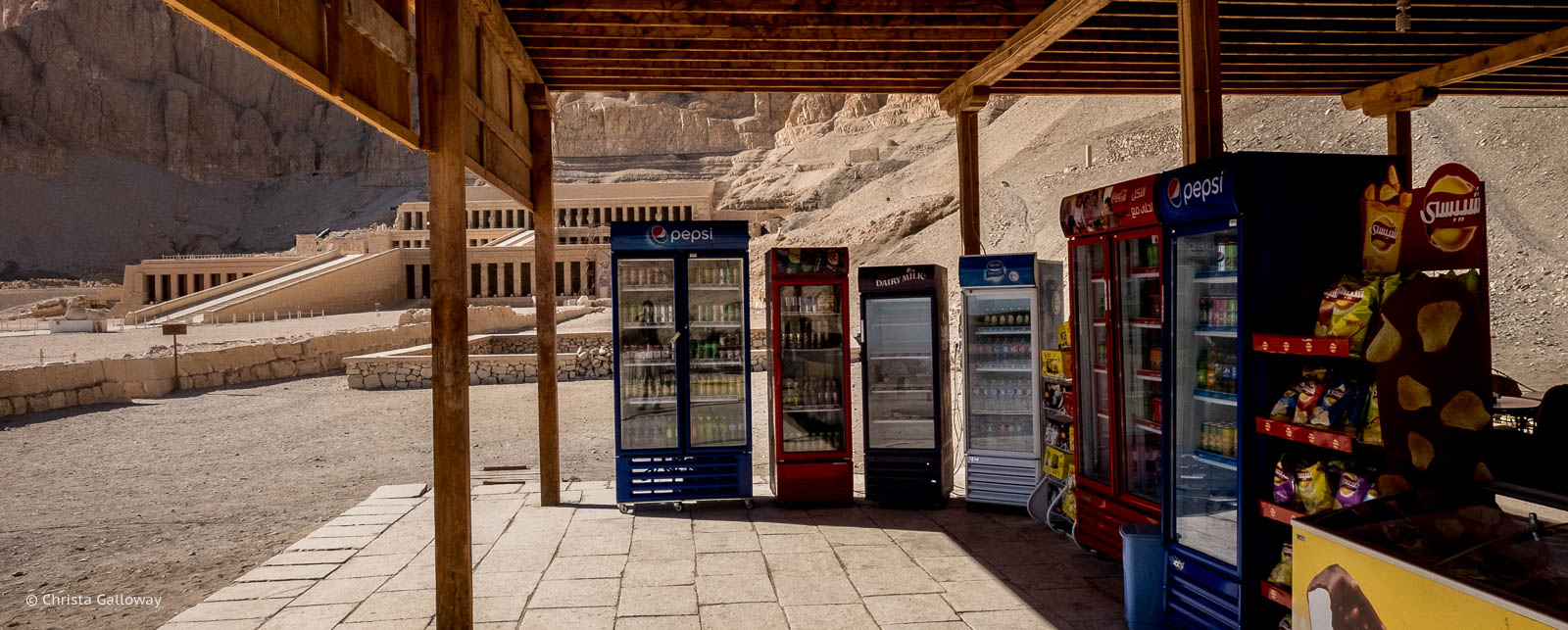 A restaurant and souvenir stand near the Mortuary Temple of Hatshepsut.