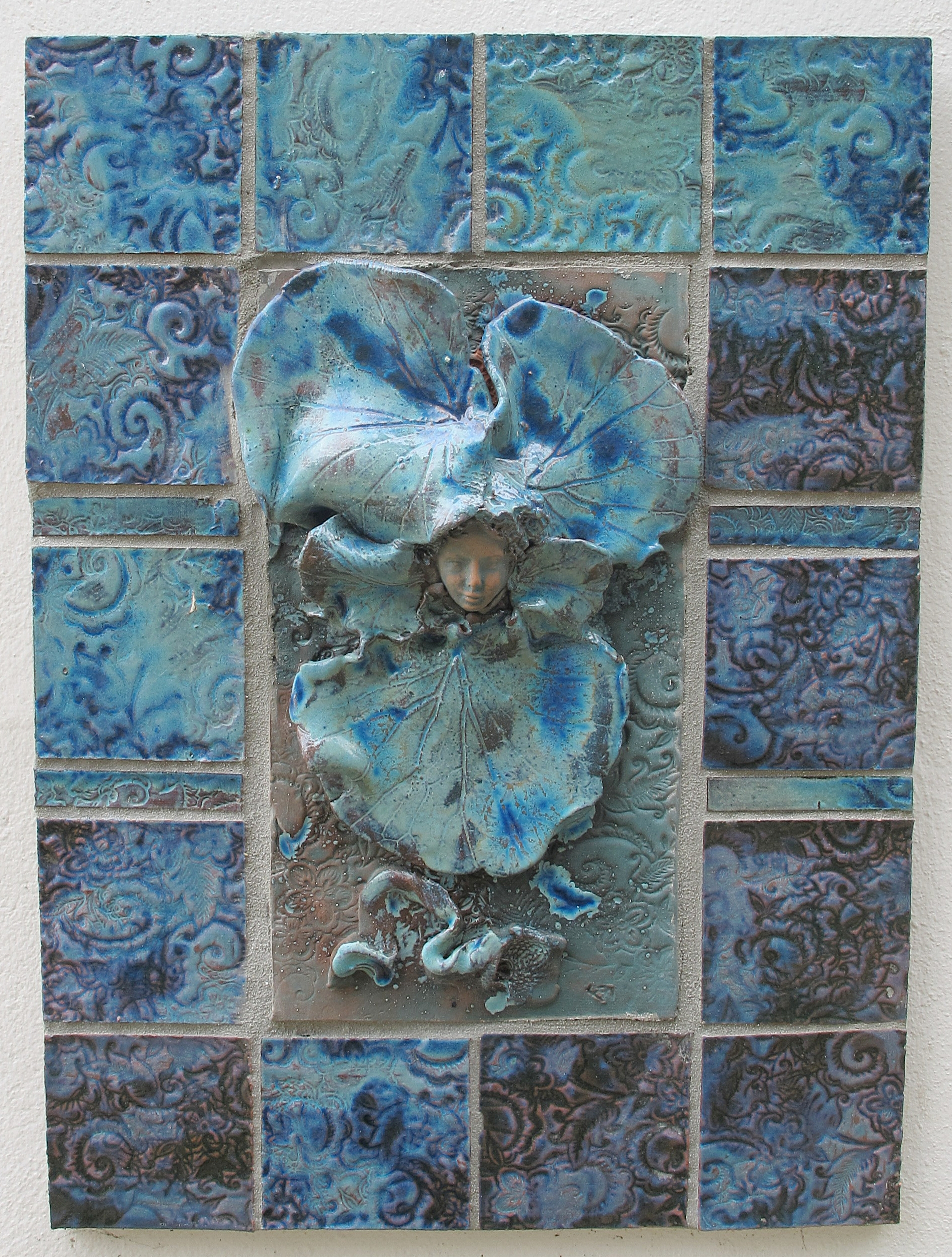 Blue-tile-sculpture-cottage-sanctuary
