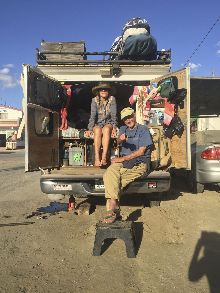 The day we met Mickey and Peggy Muñoz, outside the mechanic in Todos Santos