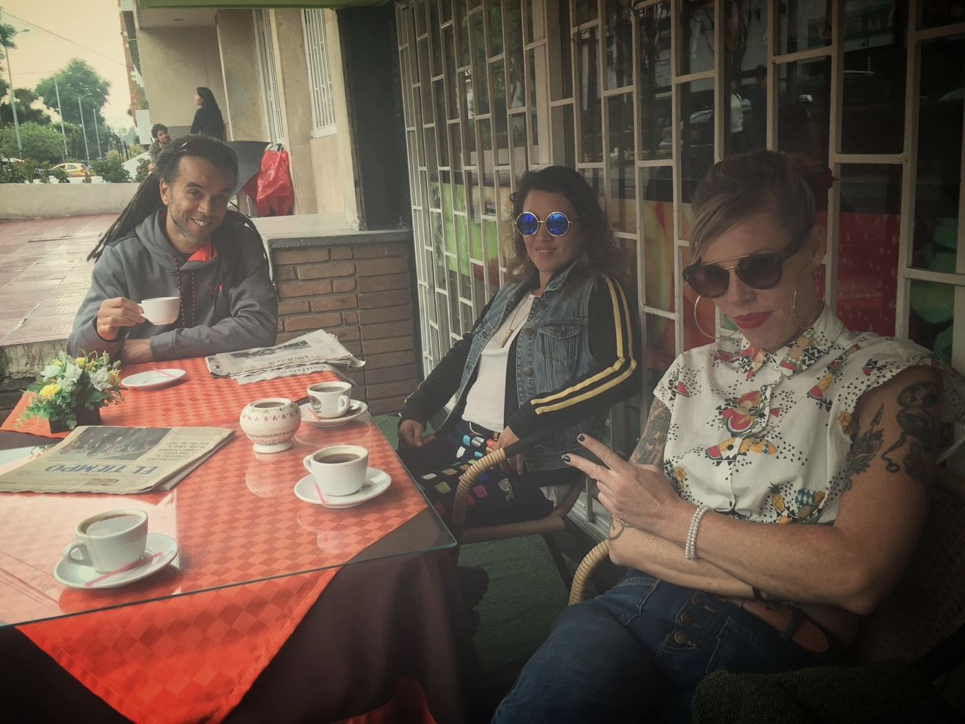 Coffee and friends, in search of music with Sarita