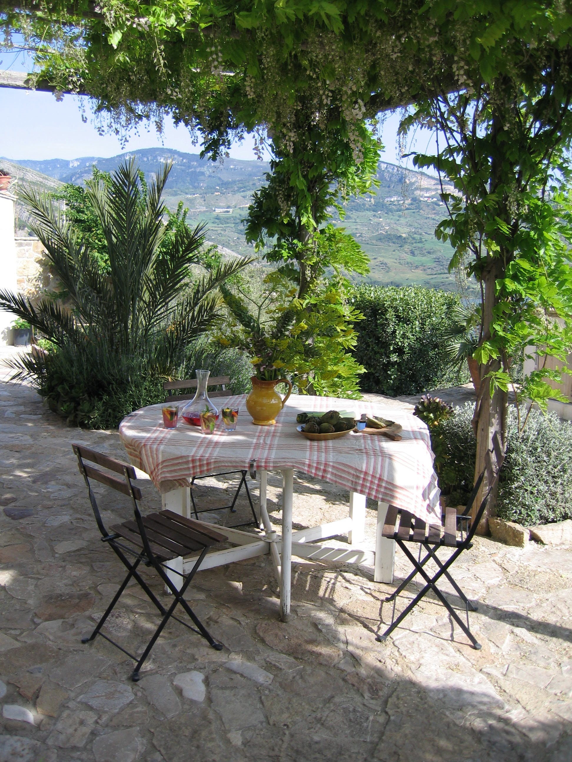 Patio with round table.jpg