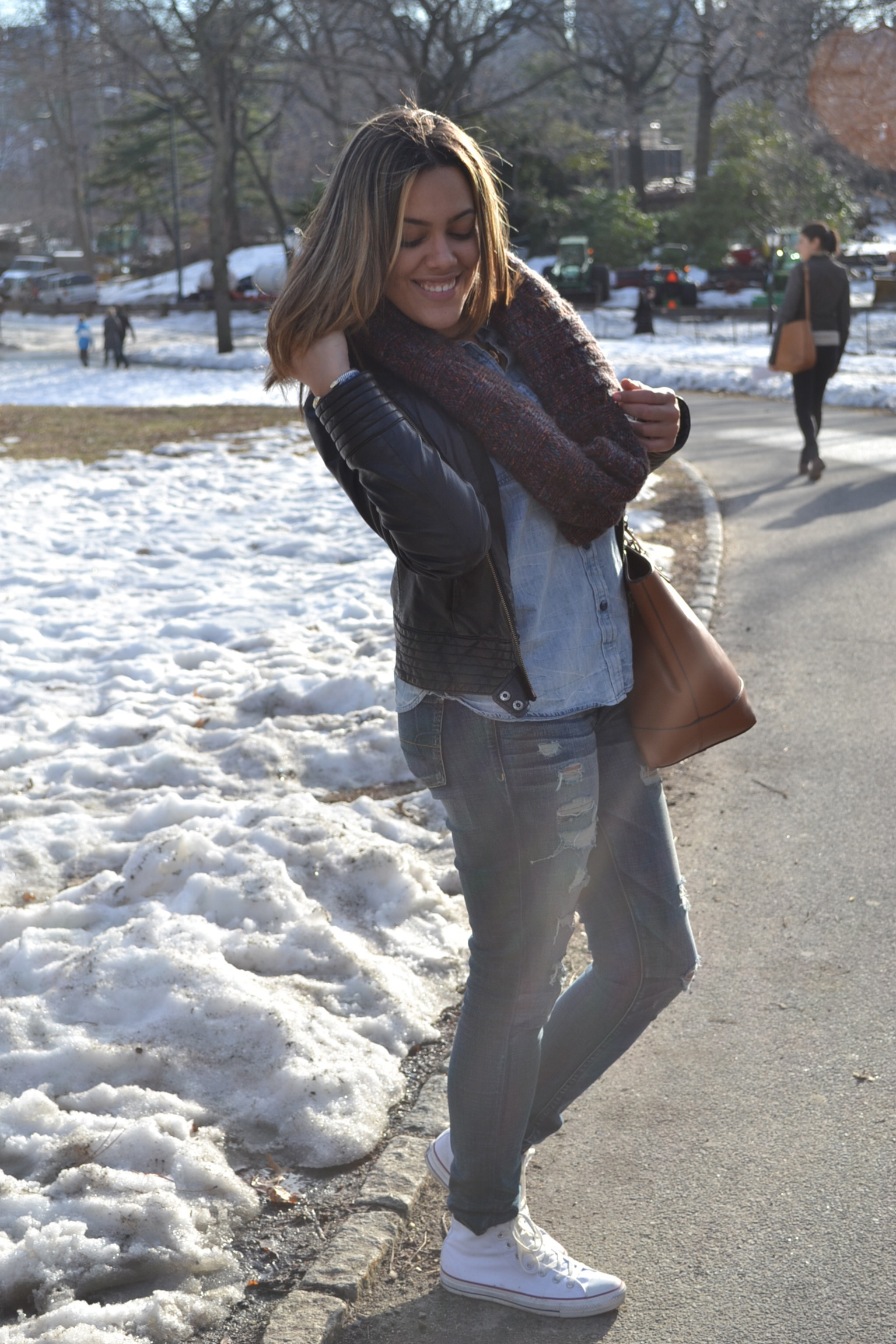 Wearing: The Limited Leather Jacket, AE Jeans + Shirt, Converse Sneakers, JustFab Bag, Gap Scarf