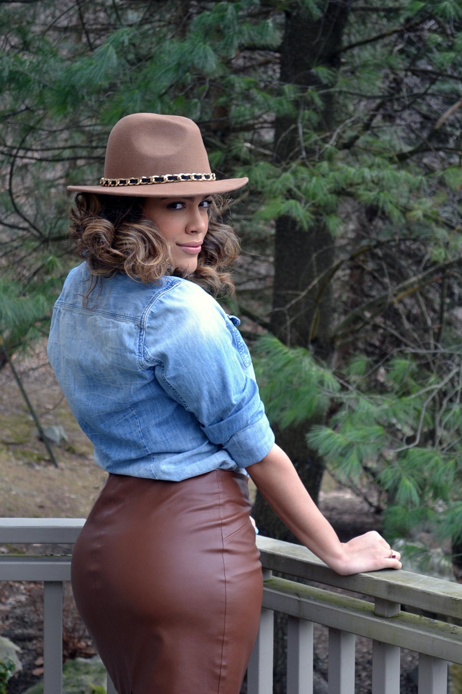 how-i-wear-zara-faux-leather-skirt-and-denim-shirt-shoemint-leopard-booties-3.jpg