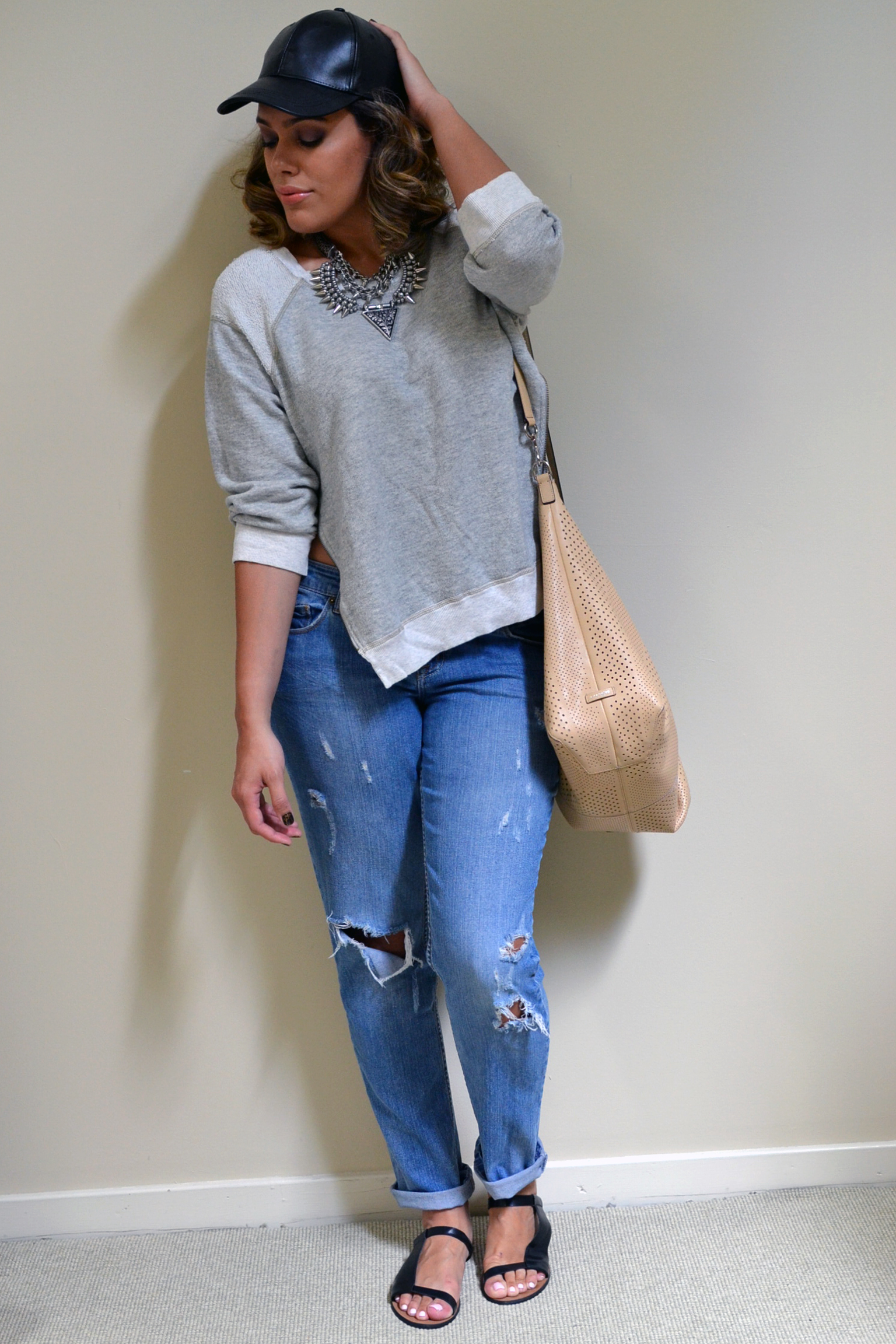 how-to-summer-to-fall-fashion-wardrobe-boyfriend-jeans-sweatshirt-leather-hat-back-to-school-style-30-days-of-style.jpg