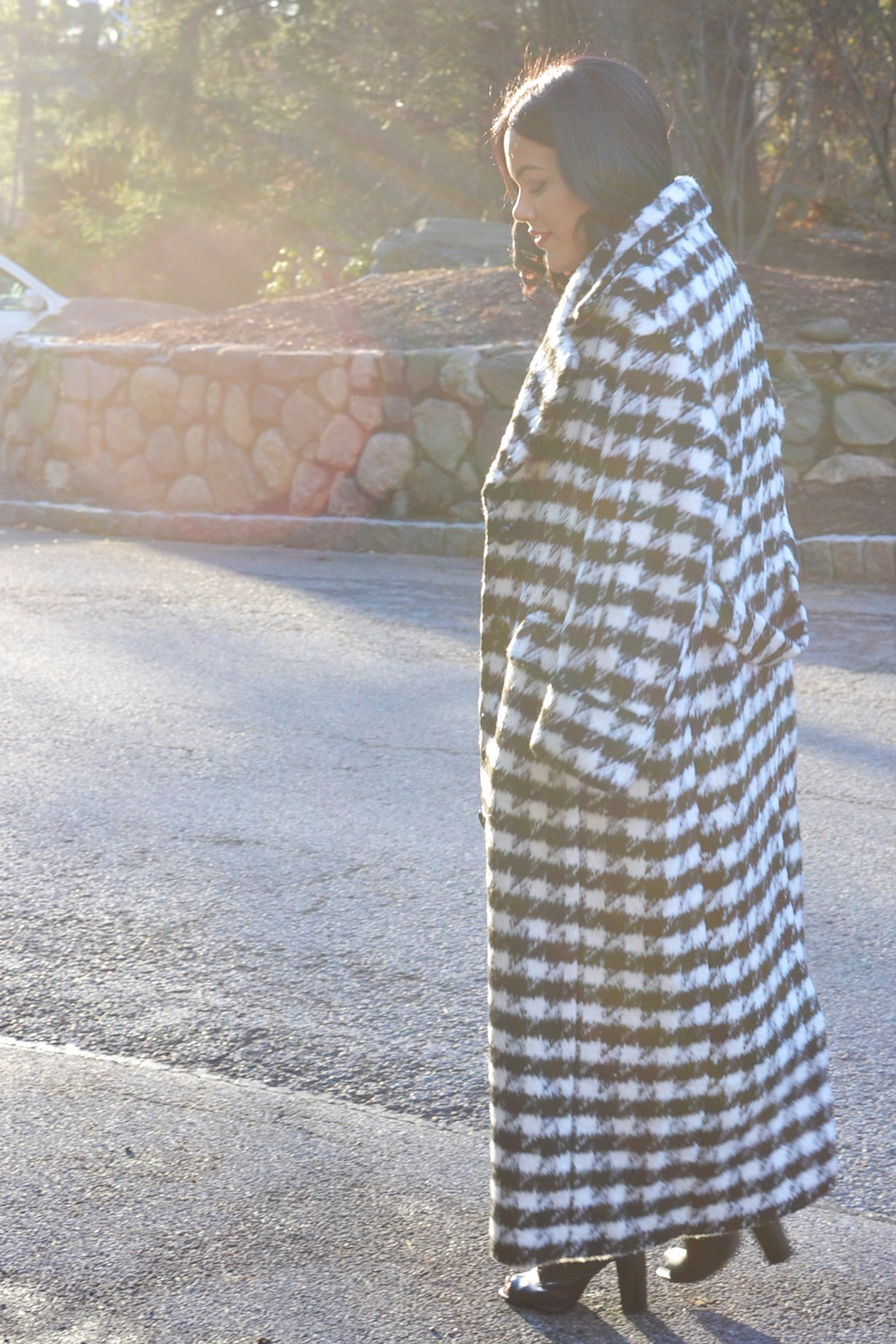 how-to-wear-hm-houndstooth-coat-black-midi-dress-steve-madden-peace-love-shea-boots-hrhcollection-jewelry.jpg