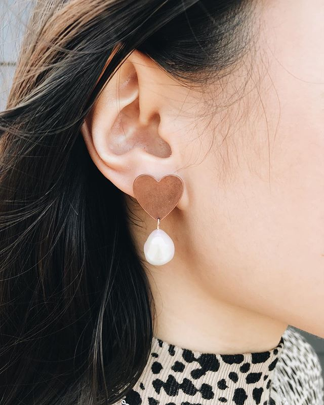 So in love with these heart pearl drop earrings! Only 6 left online for ever and ever! Also.... we're back to DRIFT RIOT 😂😂 bc we do what we want! (And I'm pretty sure nobody really noticed 😂)
