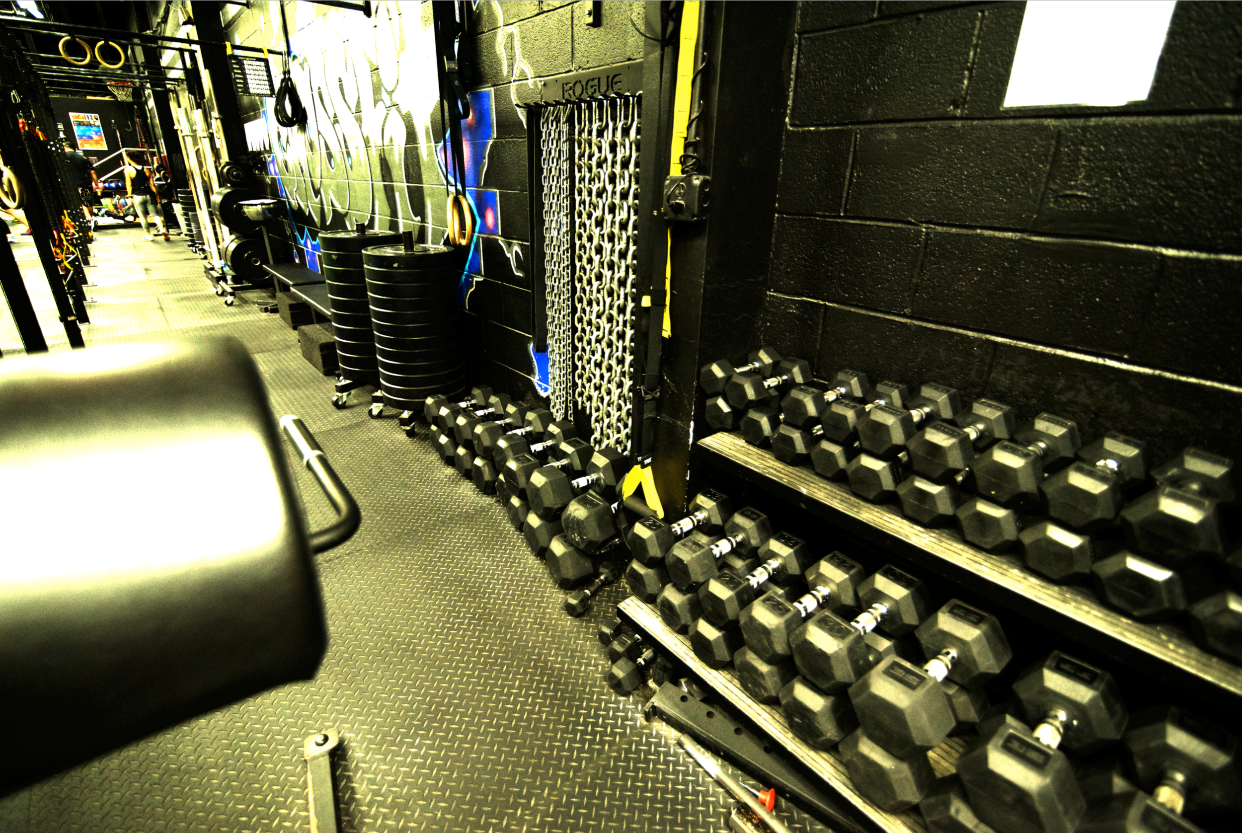 Dumbbell racks and chains HDR.png