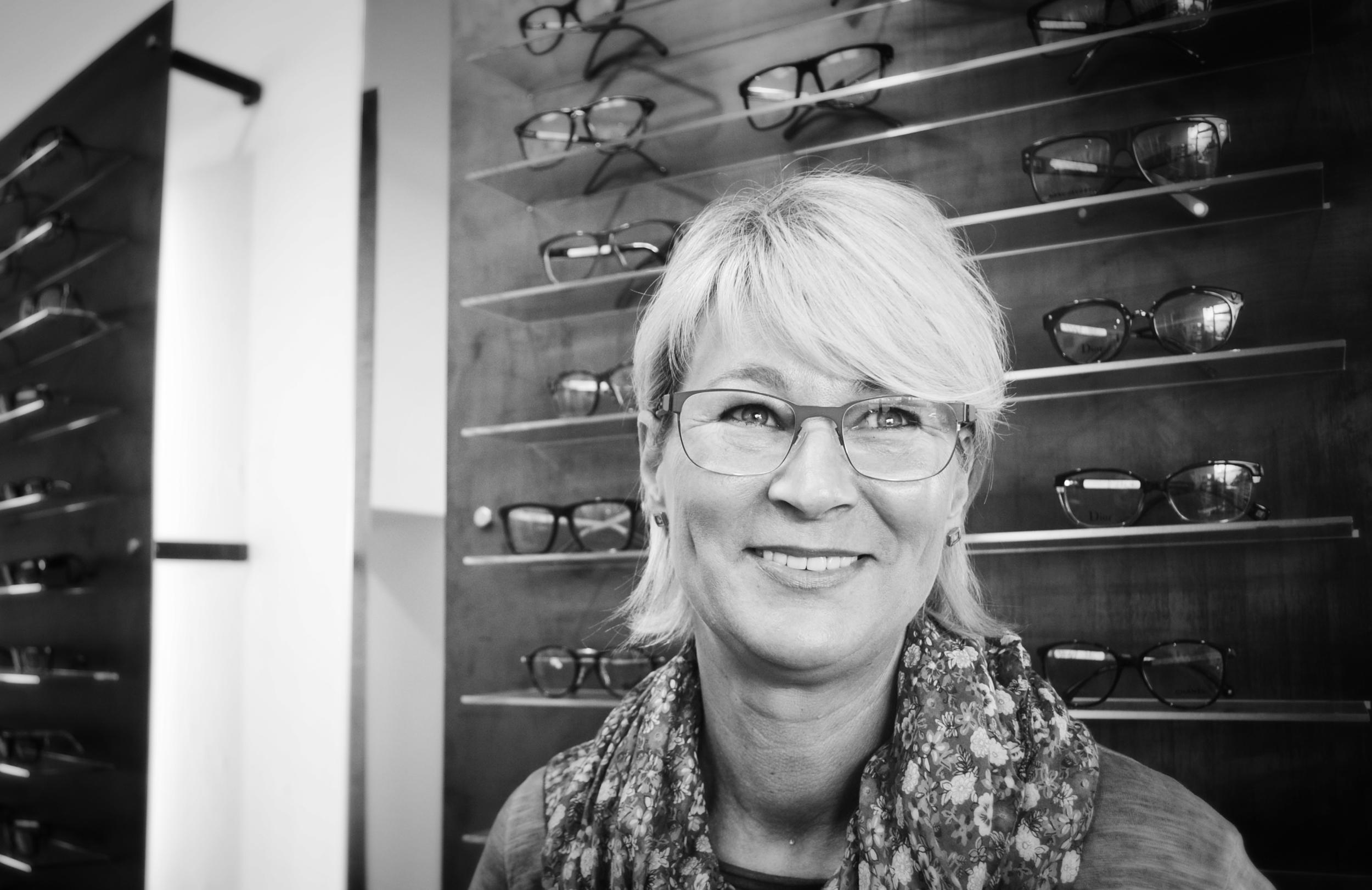 Karin Neßhold, Optikerin