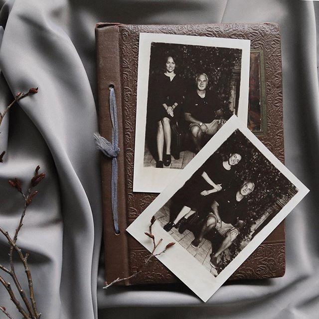Работали мы как-то посредине лета с @shiprsochi, скучали в большом перерыве. Помог избежать одиночества нам @meladzevalerian! Как оказалось, у него тоже был час до выступления #шипр #фотоателье #ретрофото #ретрофотосессия #shipr #alternativeprocess #vintagephoto #sepia#сепия #стариннаякамера #выездноефотоателье #валериймеладзе