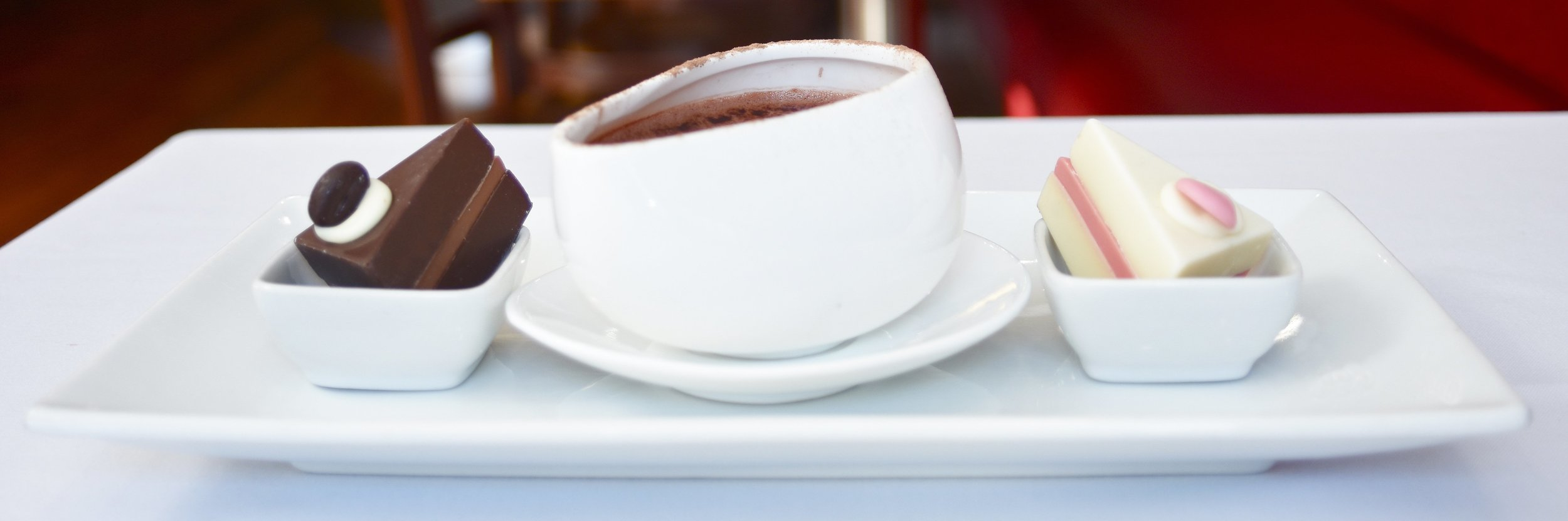 hot-chocolate-drinks-and-cake-the-chocolate-rooms-uk.jpg
