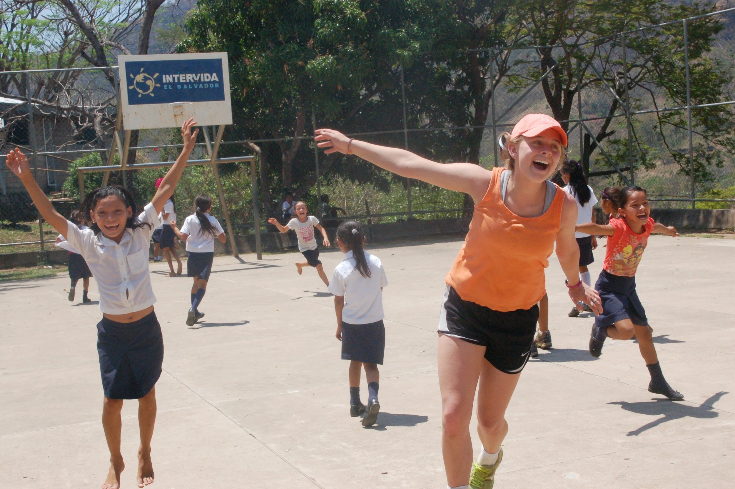 Playing with schoolchildren in Chiltiupán (photo credit: Jennifer Greene)