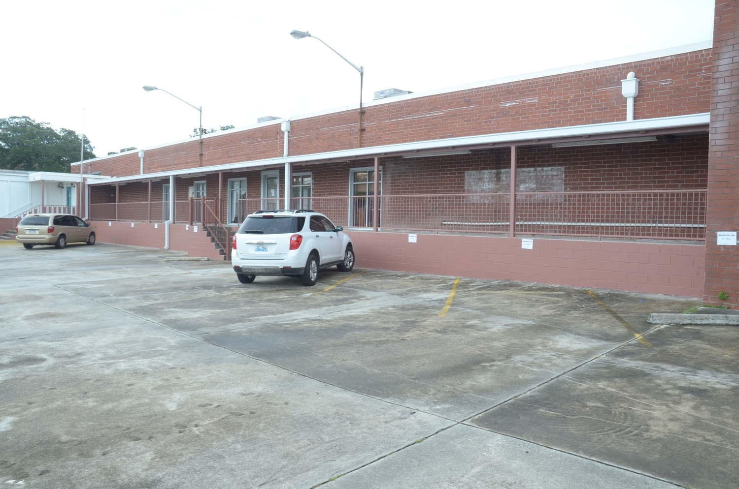 OUR FACILITY   140,000 sf Fully Air Conditioned Two-Story Building on 3 acres located in the heart of Downtown Savannah's Historic District within walking Distance to all Downtown Hotels....  3 Sound Stages, Prod. Office Space,Mill Space,2 Parking lots,2 Loading Docks with a total of 18 Dock Bays, Roll up Door for Drive On Capability, Adjacent 2 Acre Base Camp Lot,10,000lb Freight Elevator